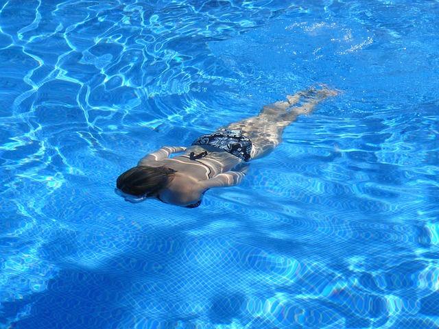 Gaudeix de la piscina i l'esport al Ripollès